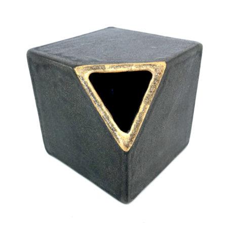 black cube_b